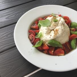 A-dazzling-journey-lakeofgarda-padenghe-burrata-tomatos-favoritefood