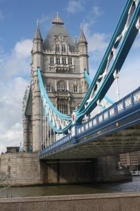A-dazzling-journey-london-londonbridge-thamse