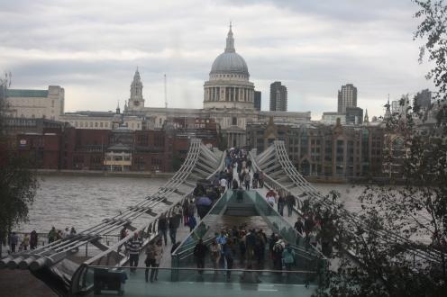 A-dazzling-journey-london-tatemodern-stpaulschathedral-thamse
